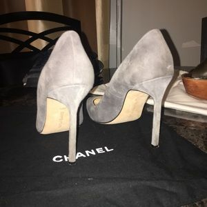 Gray suede MB heels great condition